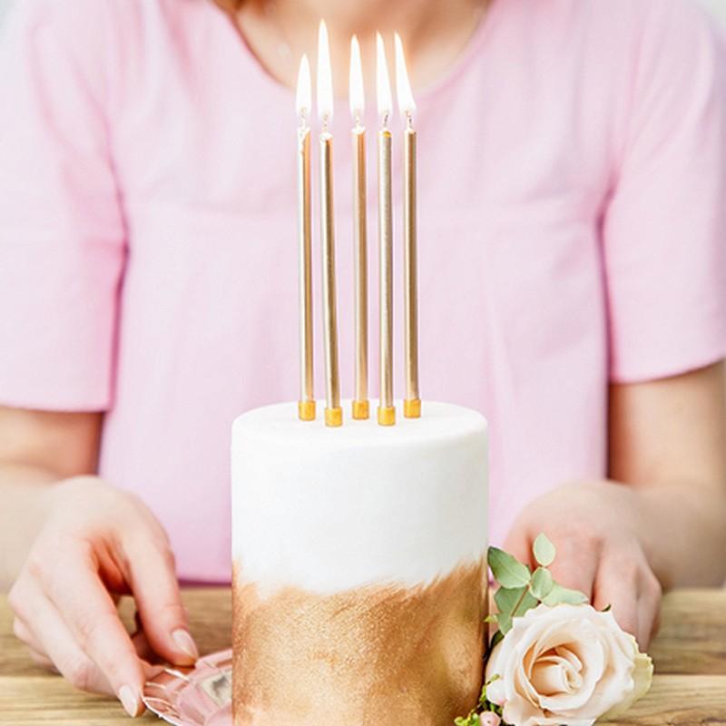 Kolorowe świeczki na tort urodzinowy