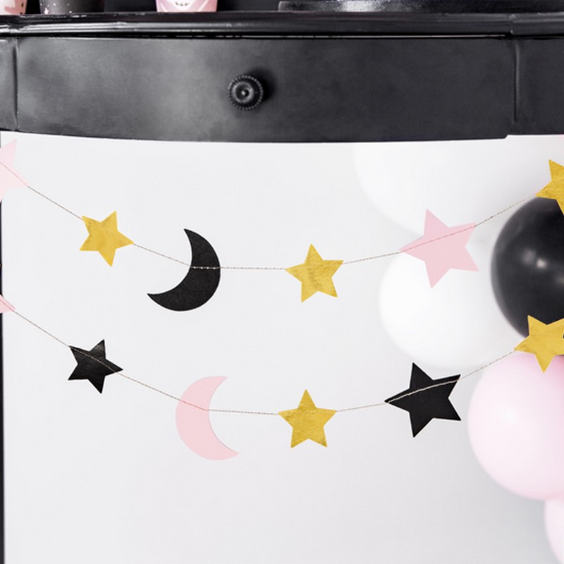 Kolorowa girlanda do dekoracji sali na Baby Shower