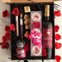 PREZENT dla Pary Młodej Z PODPISEM Wino i różane konfetti