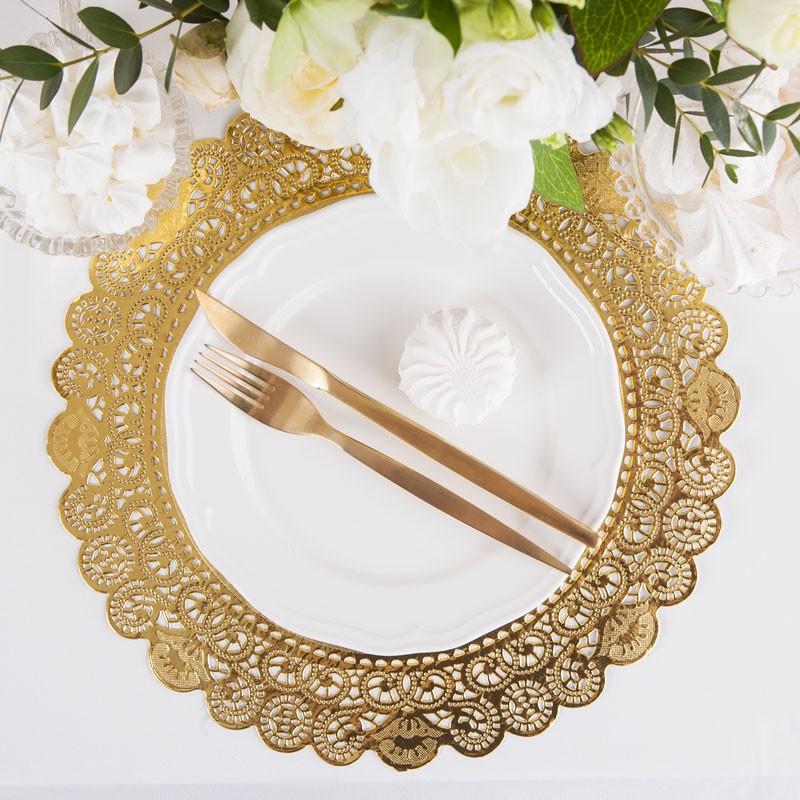 złote podkładki pod talerze na stół komunijny
