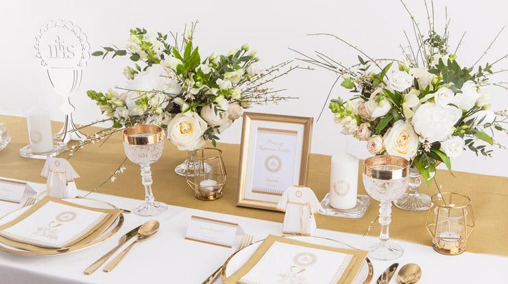 dekoracje na stół komunijny z hostią