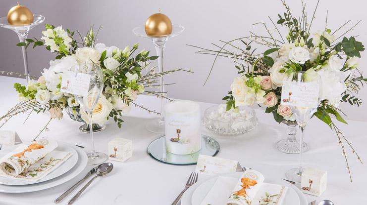 dekoracje komunijne z liliami przykład aranżacji