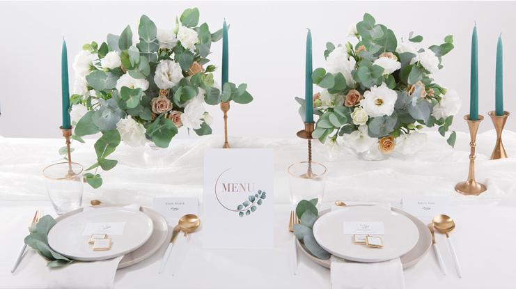 dekoracje komunijne z eukaliptusem jak dekorować stół